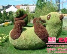 以熊猫为原型的仿真植物雕塑